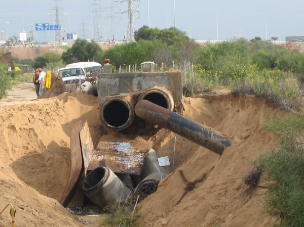 A broken pipe in Rishon Letzion in October 2008 put drinking water supplies at risk.