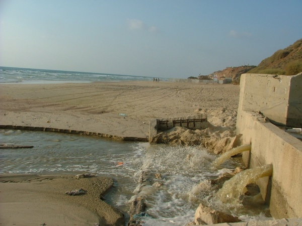 Untreated sewage spills out onto the beach in Netanya after a sewage treatment plant broke down in August 2008.